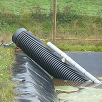 Puits de pompage sur fosse géomembrane